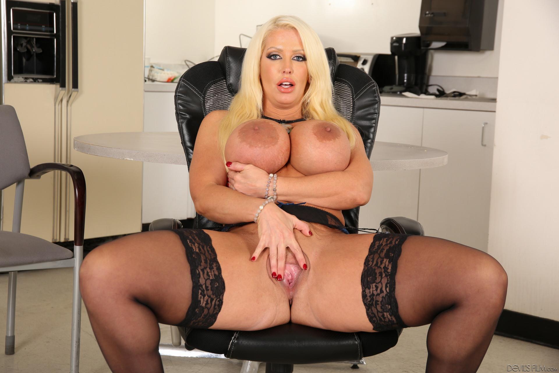 Alura jenson masturbating in her stockings pornone ex vporn