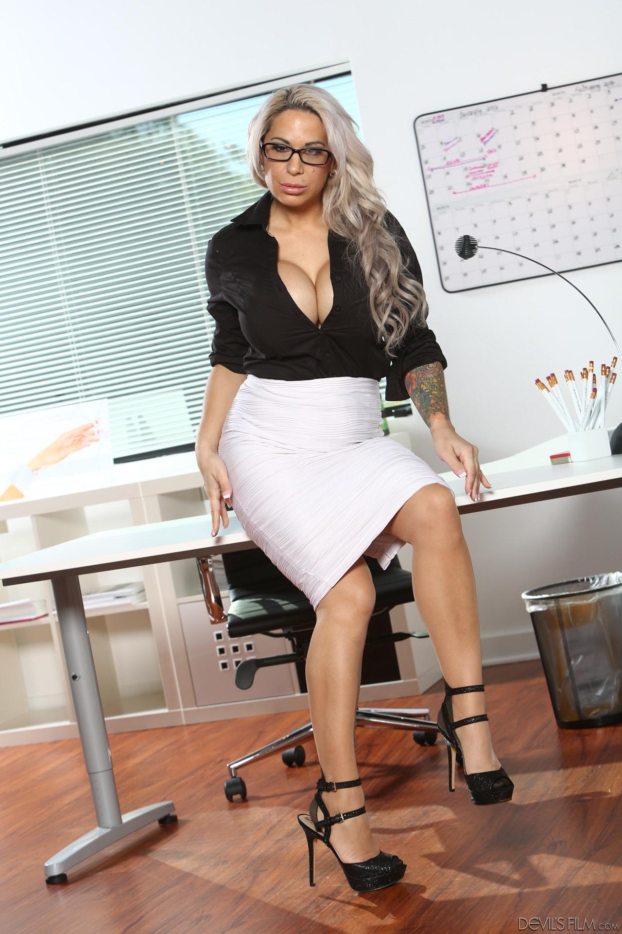 women-big-tit-office-sex-large
