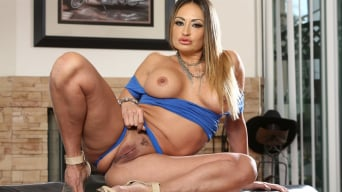 Claudia Valentine in 'The Squirting Housewives'