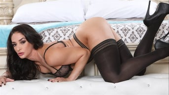 Sheena Ryder in 'Gorgeous Milf Gushers 2'